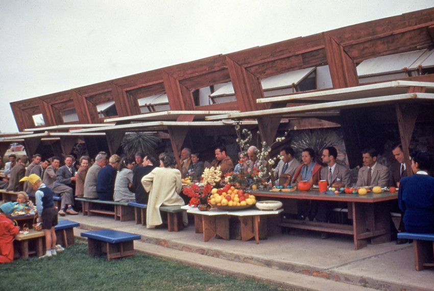 Easter dInner outside the drafting studio at Taliesin West, 1949 (Courtesy Frank Lloyd Wright Foundation Archives, MoMA, Avery Architectural & Fine Arts Library at Columbia University