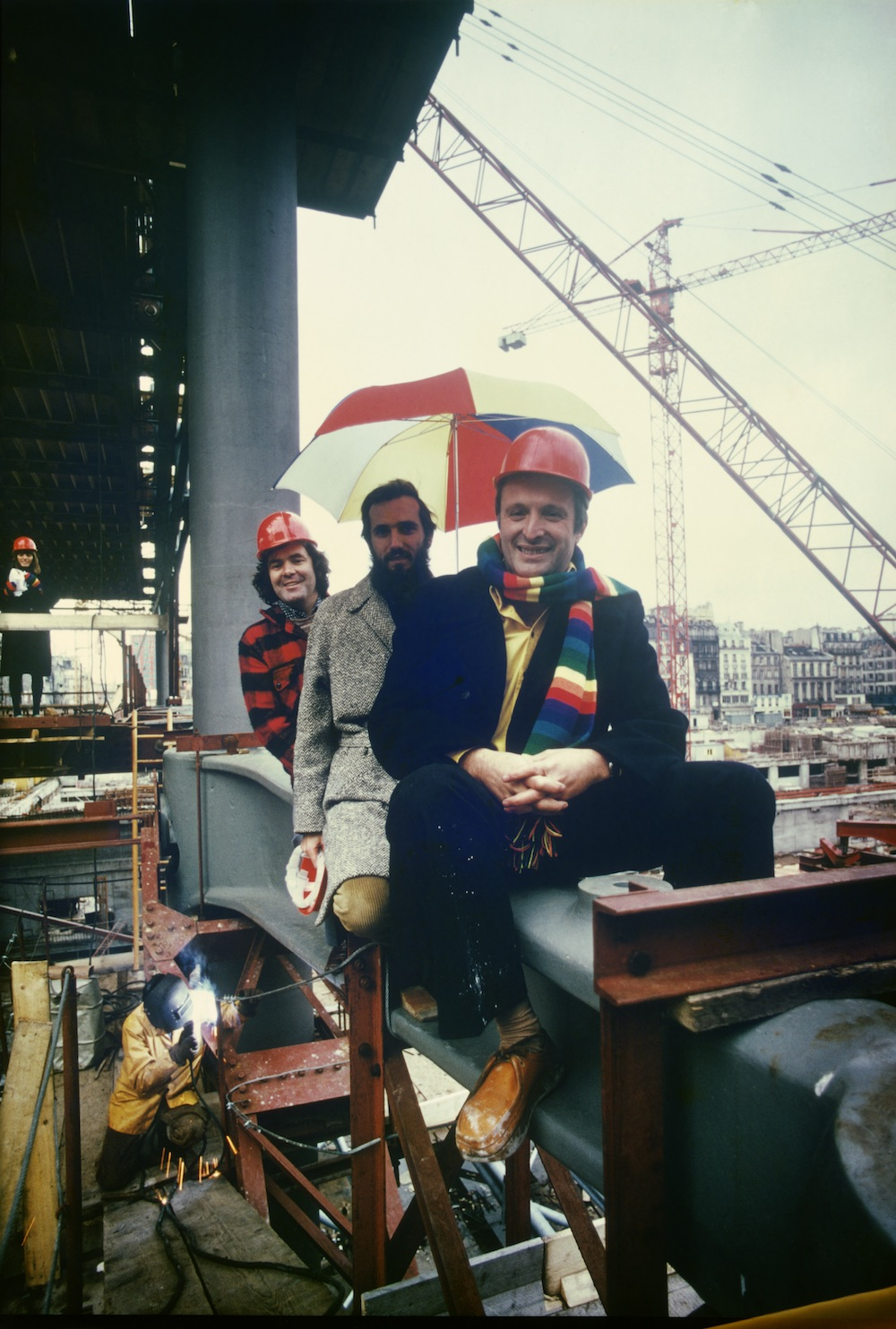 The Pompidou Centre during construction - Richard Rogers, Renzo Piano and Peter Rice, with Ruth Rogers in background. (Tony Evans/Courtesy ARUP)