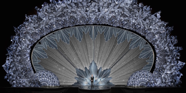 The stage for the 2018 Oscars ceremony will include 45 million Swarovski (via Architectural Digest)
