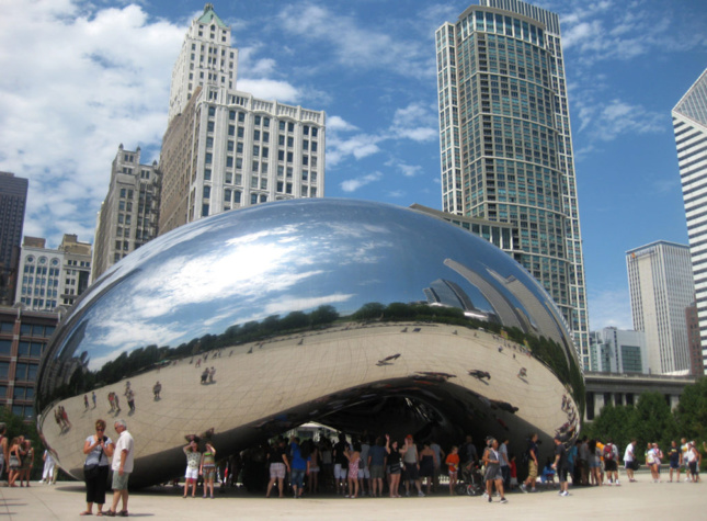 Anish Kapoor, Cloud Gate (2006) in Millennium Park, Chicago. Copyright the artist. Photo: Susan May Romano
