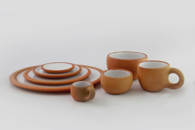 Cabuche tableware is produced in Santa Maria Atzompa, the only village in Oaxaca that makes glazed clay. The glaze is the result of two years of research and is fired in experimental kilns that were developed by Innovando la Tradición in collaboration with Xaquixe studio.