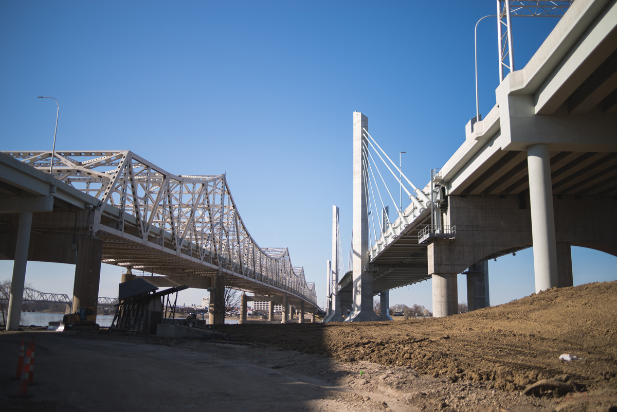 Photo of the I-65/John F. Kennedy Bridge and Abraham Lincoln Bridge in Louisville, Kentucky