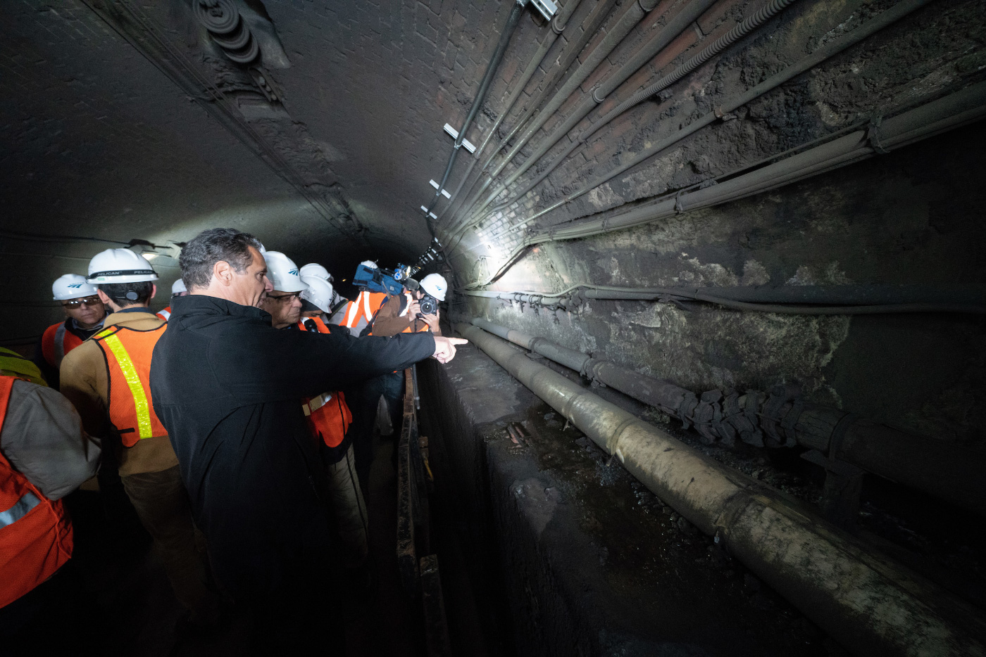 Photo of New York Governor Andrew Cuomo and people crowded in Gateway tunnel from NYC to NJ