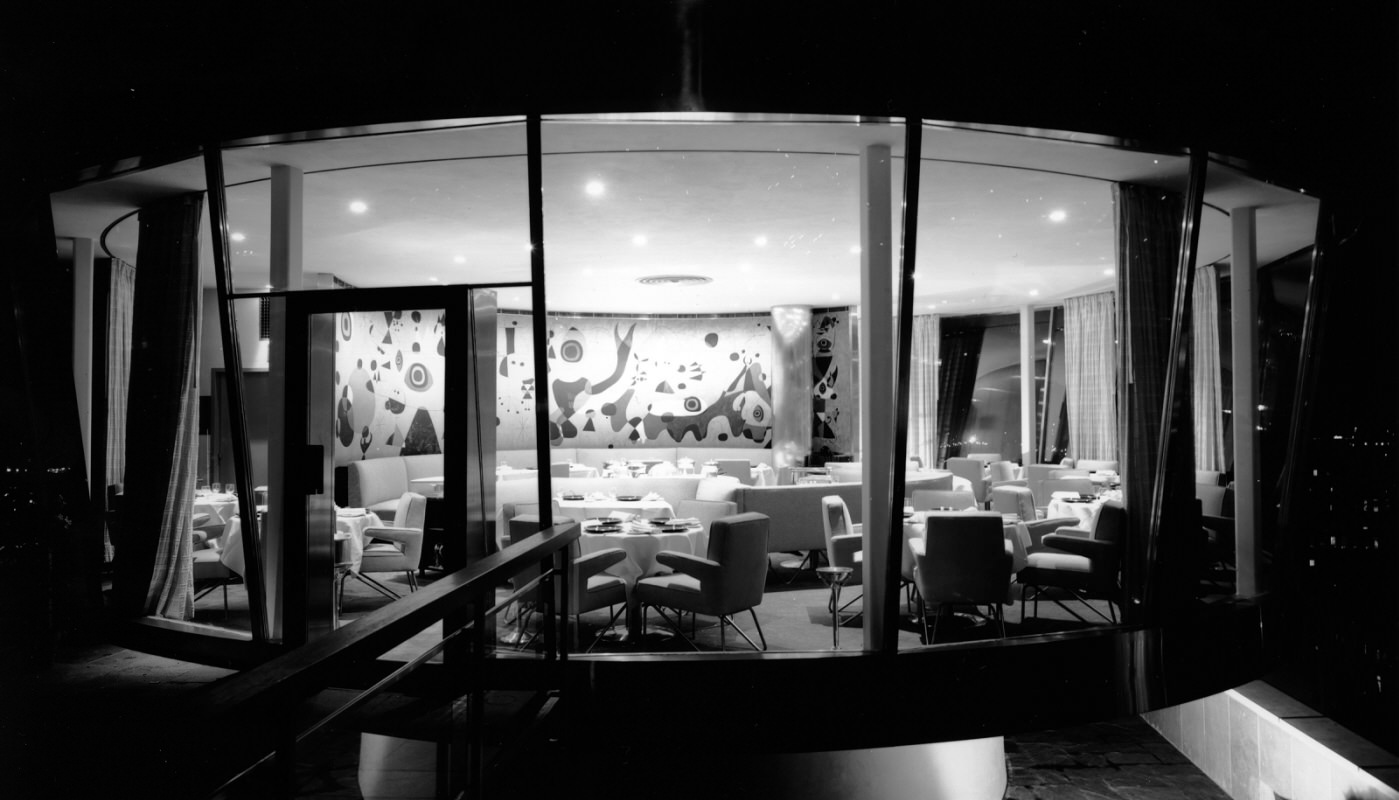 Black and white photo of a glass restaurant