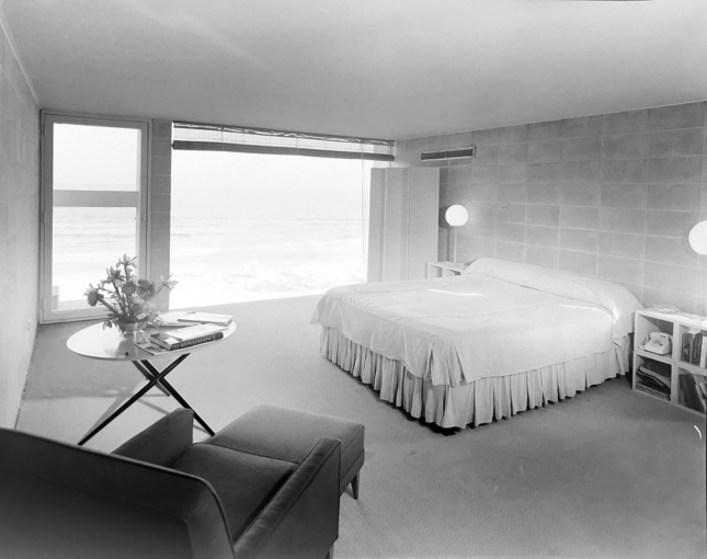 Interior photo of a modernist bedroom