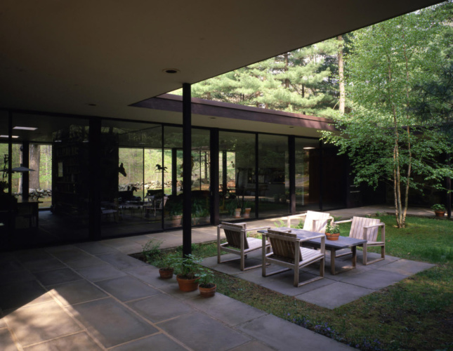 Photo of a modernist patio