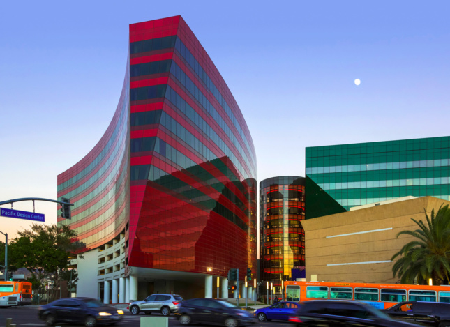 A glass building designed by César Pelli, featuring a swooping massing