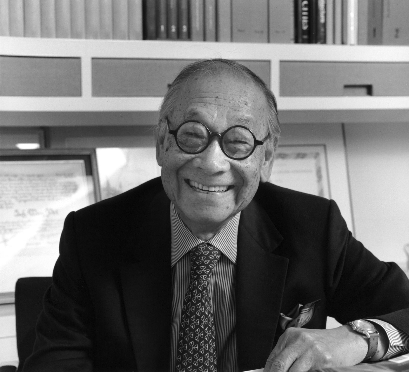 Photo an elderly Chinese man, I. M. Pei, in black and white