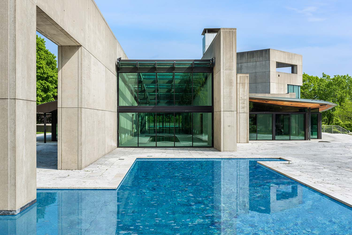 A house designed by Rafael Viñoly with stark concrete walls and a pool