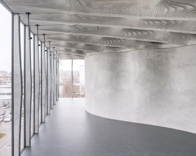 An undulating, 3D-printed ceiling produced through digital fabrication