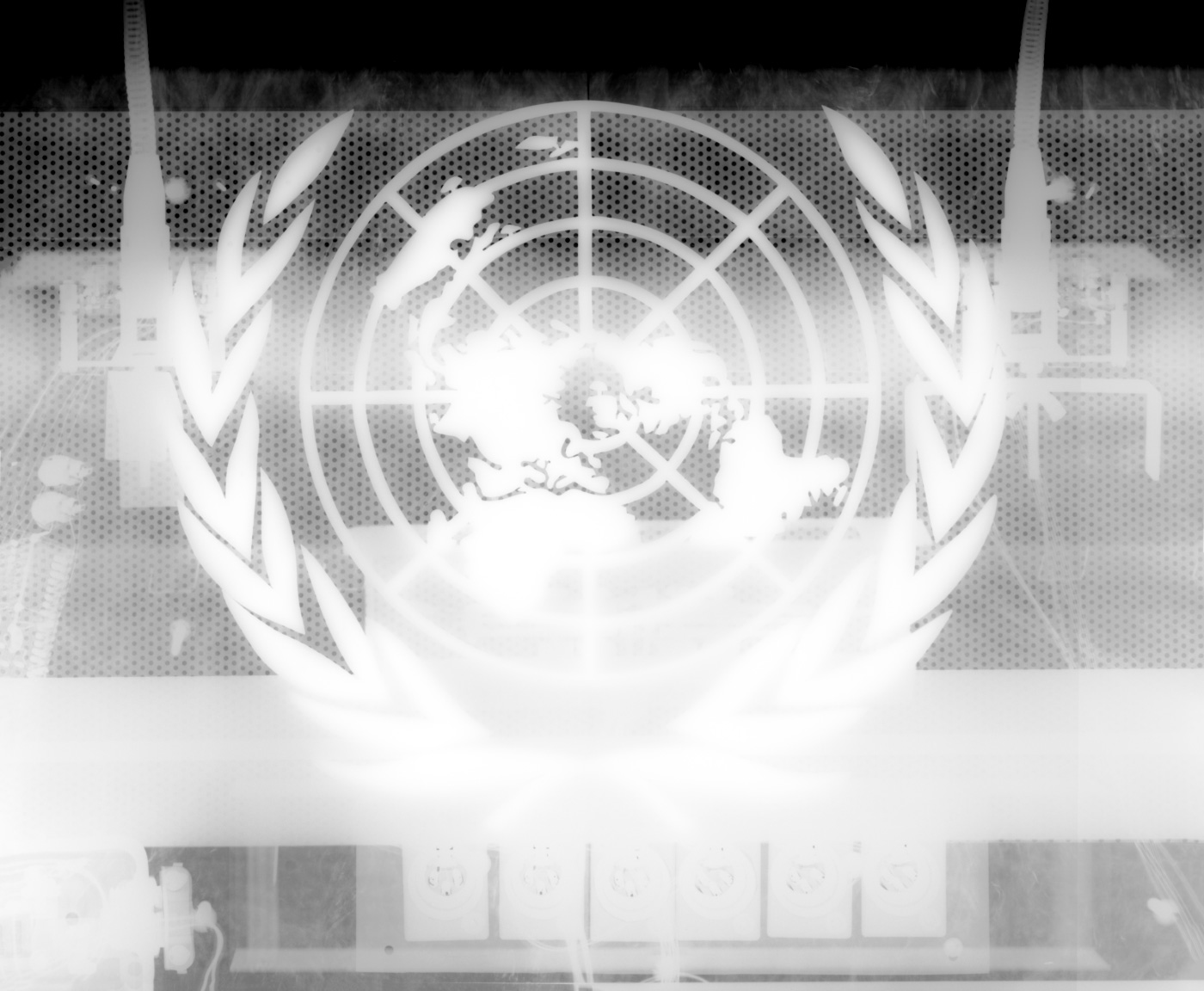 An x-ray of a podium depicting the United Nations seal