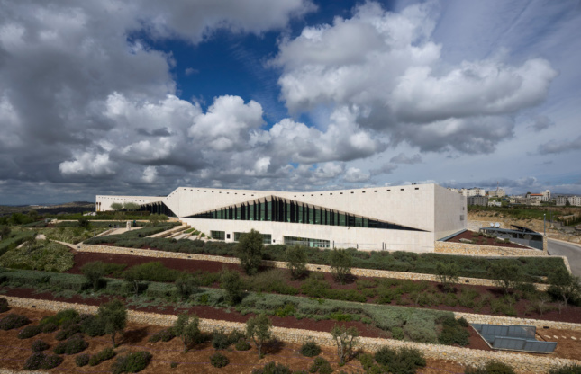Exterior photo of the Aga Khan prize-winning museum, low-slung and clad in limestone