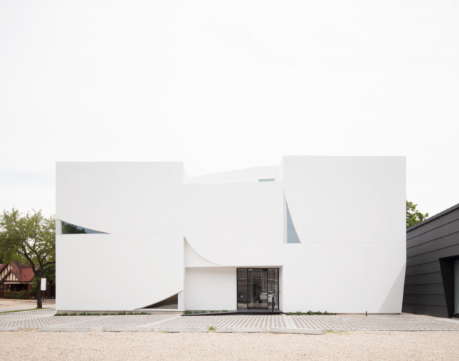 A boxy white museum building made of intersecting shapes