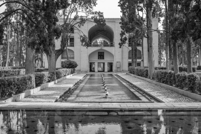 Photo of an Iranian courtyard with a water pool