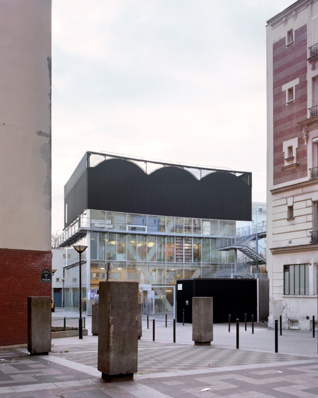Photo of the Cultural and Sports Center in context in Paris