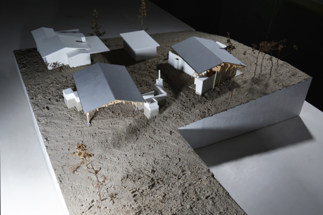 Model of a cluster of homes on an L-shaped site