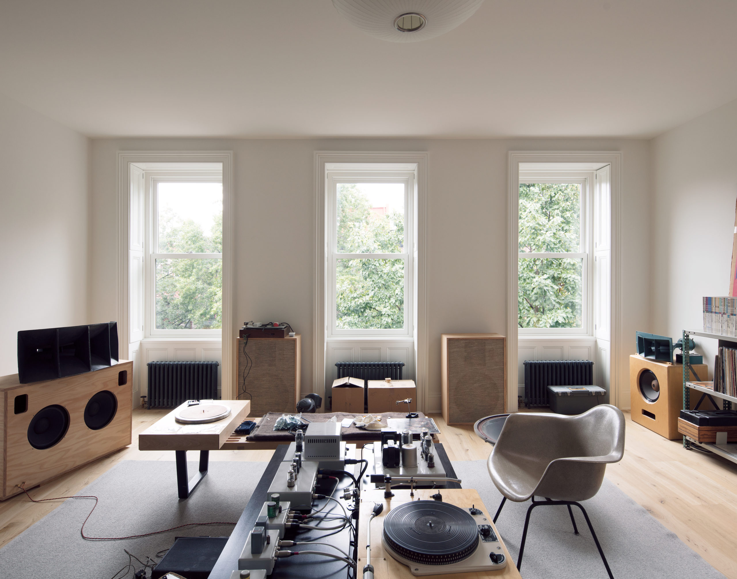 Interior of a white townhouse living room decked out in minimalist furniture, designed by Abruzzo Bodziak Architects
