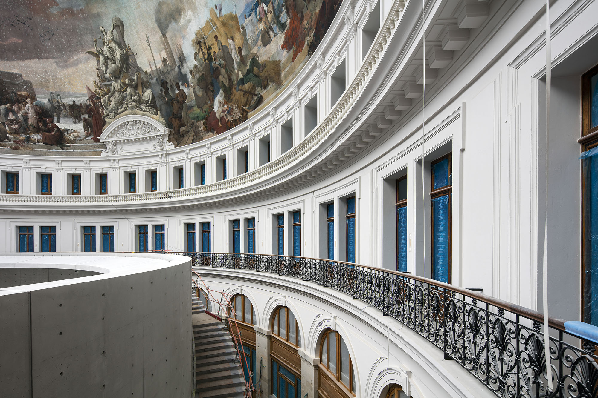 curved space with painted ceiling inside the Bourse de Commerce