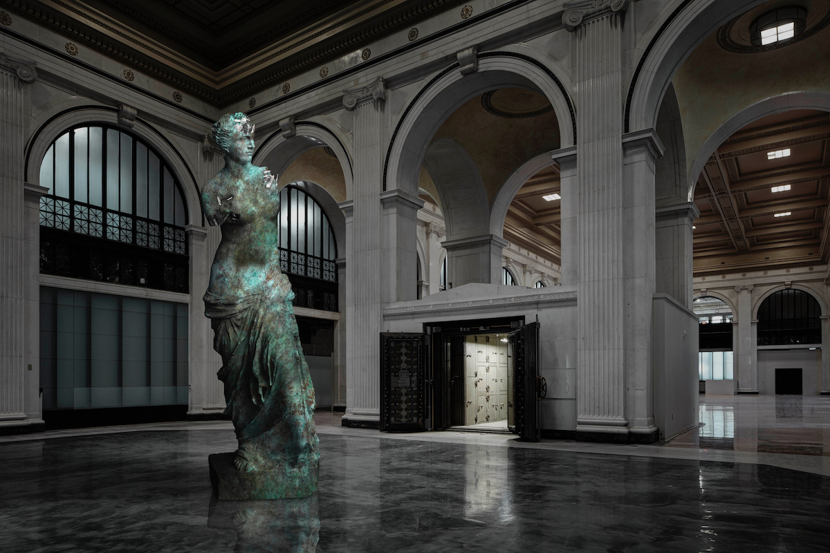 image of Venus de Milo in an abandoned building