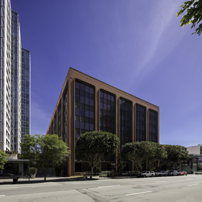 Image of original building and its structural skeleton and glazing at 633 Folsom.