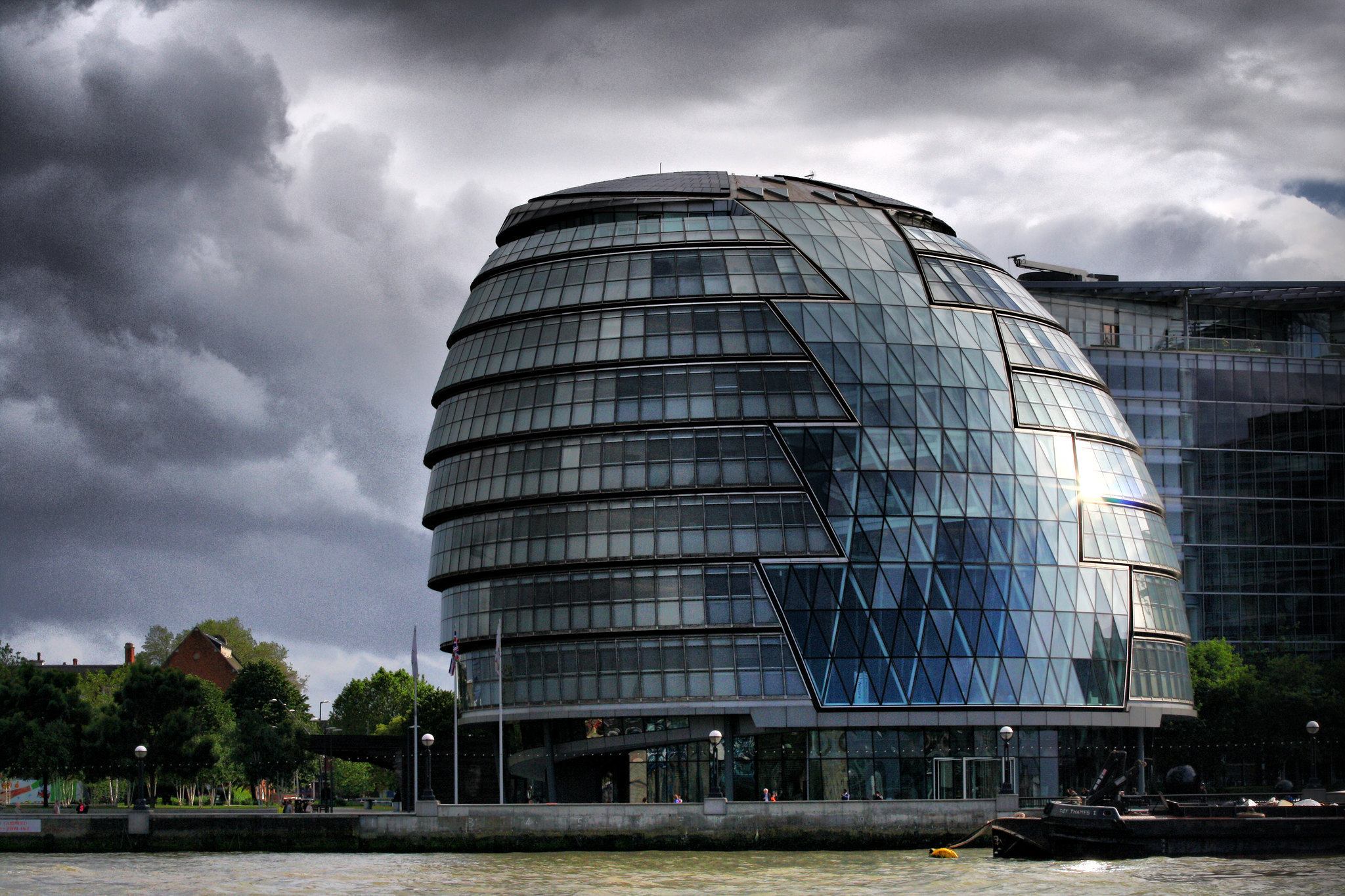 a bulbous governmental building in london designed by foster + partners