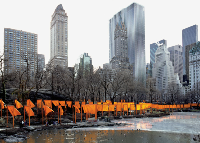 Thousands of fluttering fabric gates in Central Park