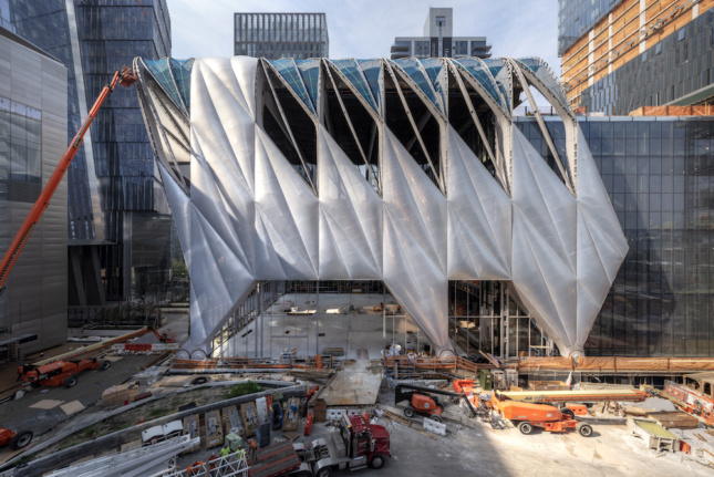 Construction image of The Bloomberg building and ETFE installation