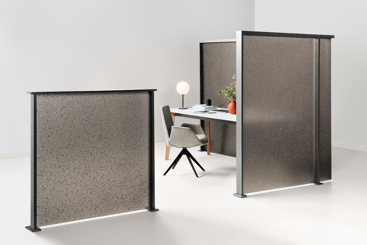 Standing partitions around a desk
