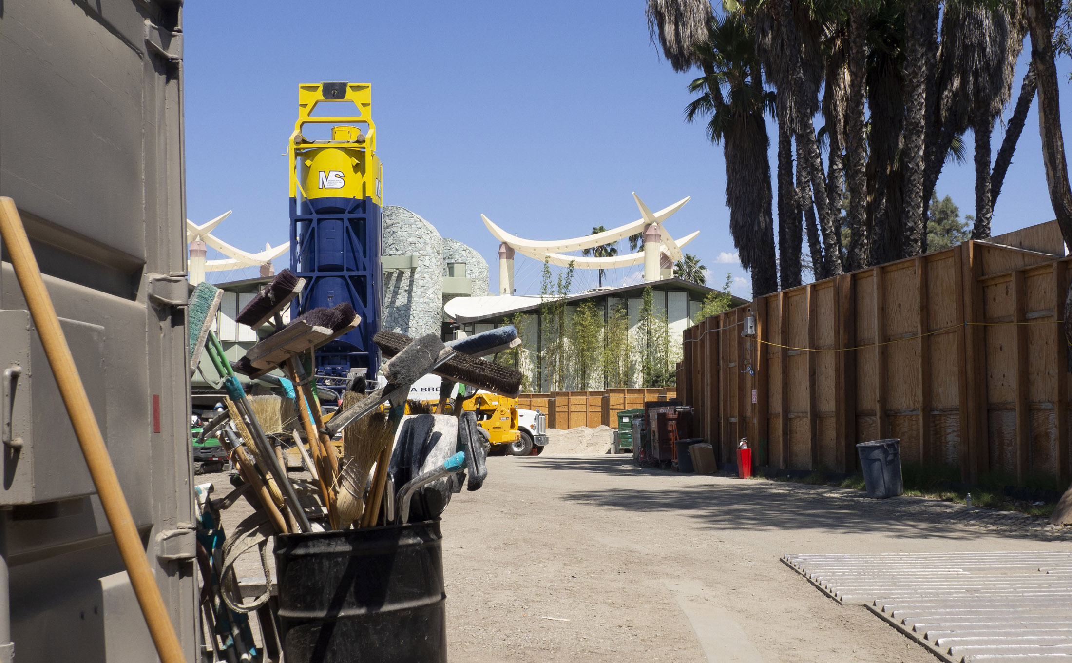 demolition supplies building in the background of the LACMA