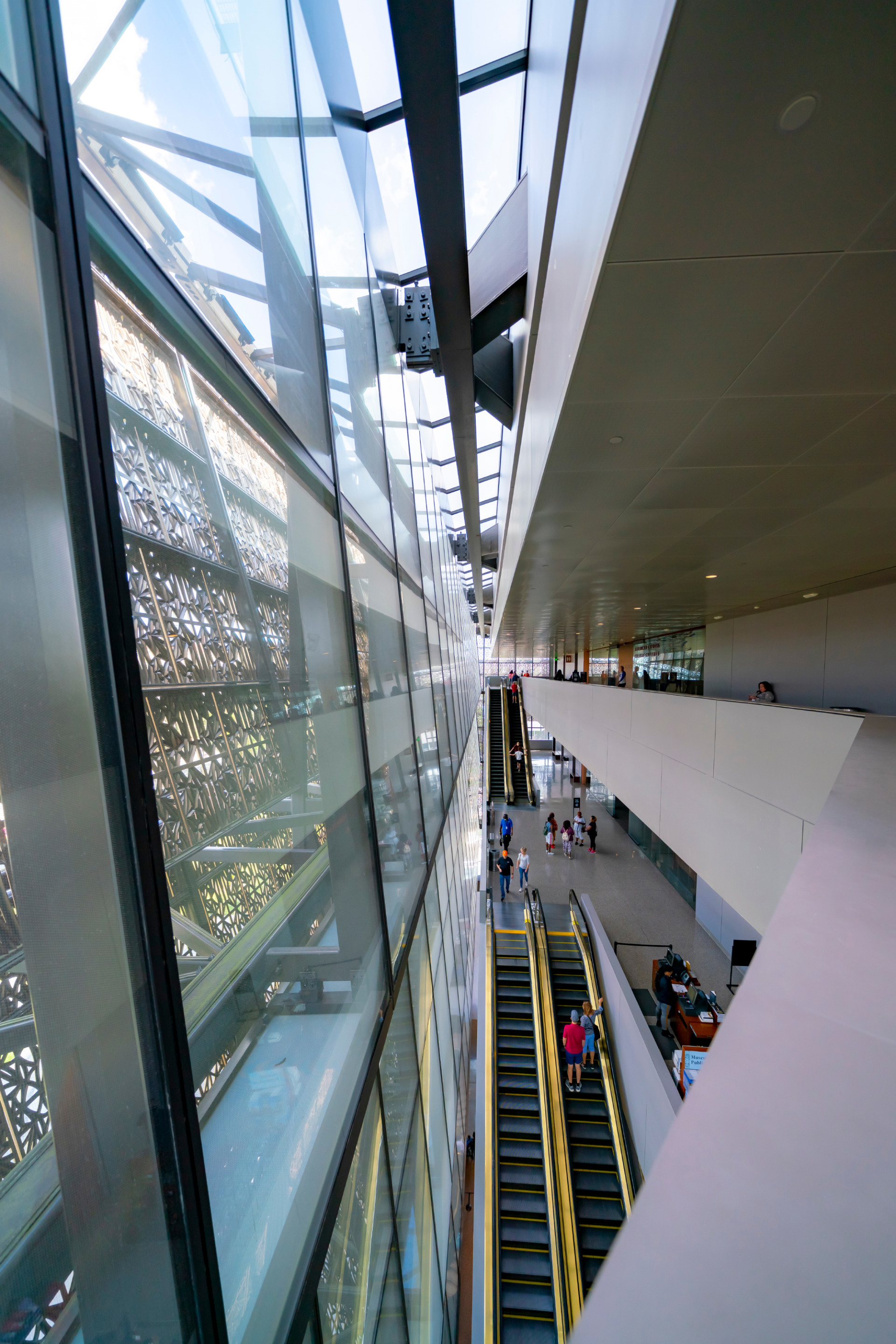 Interior of a museum between the floor plate and glass